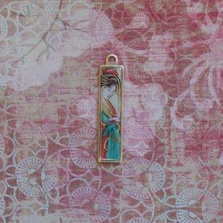 dawno_asian-woman-pendant