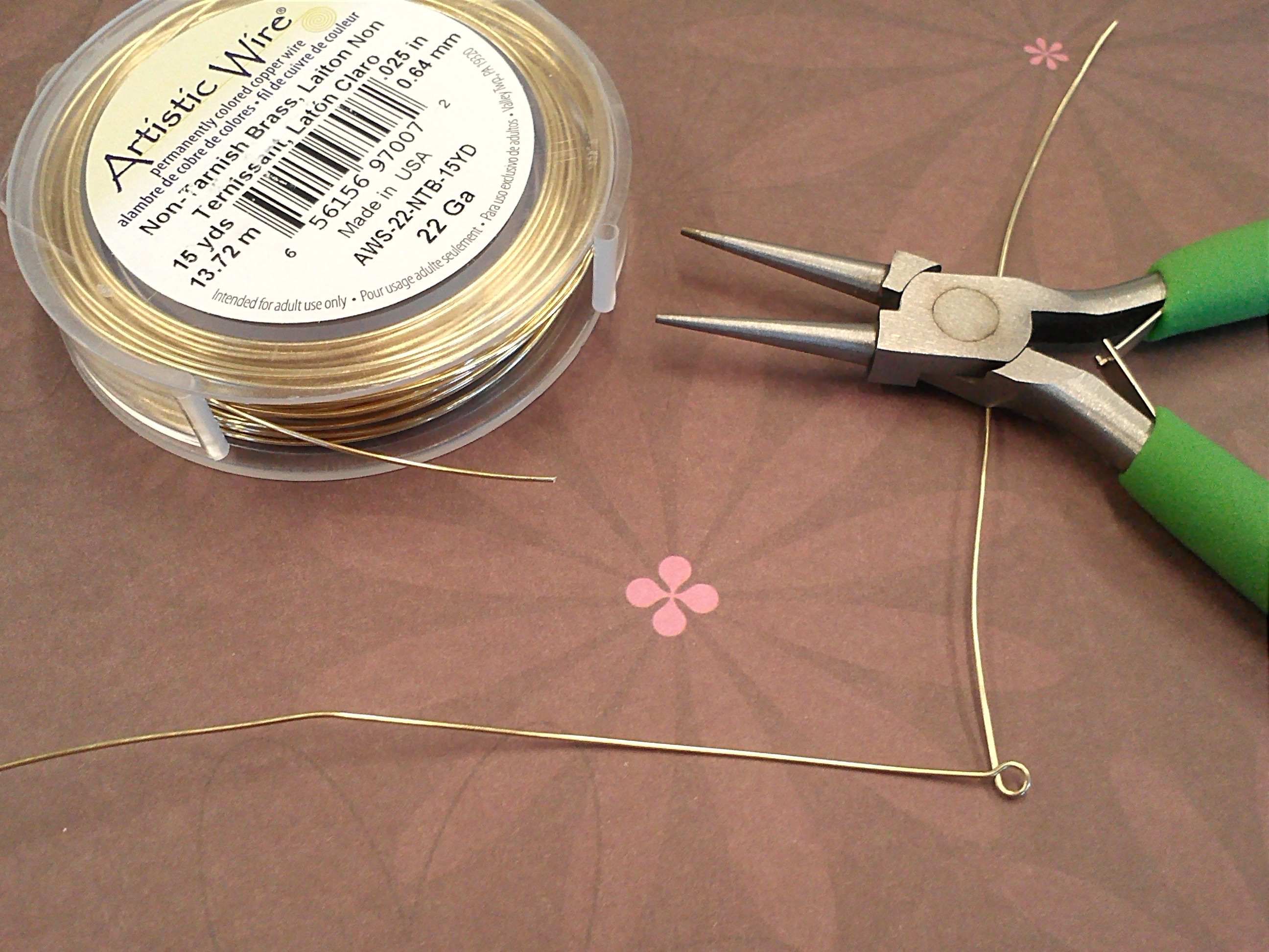 Step 1 of How To Make a Herringbone Wirewrap: Cut wire, and make a loop at one end.