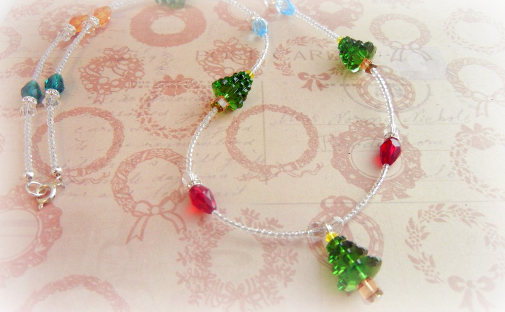 lights and trees holiday necklace