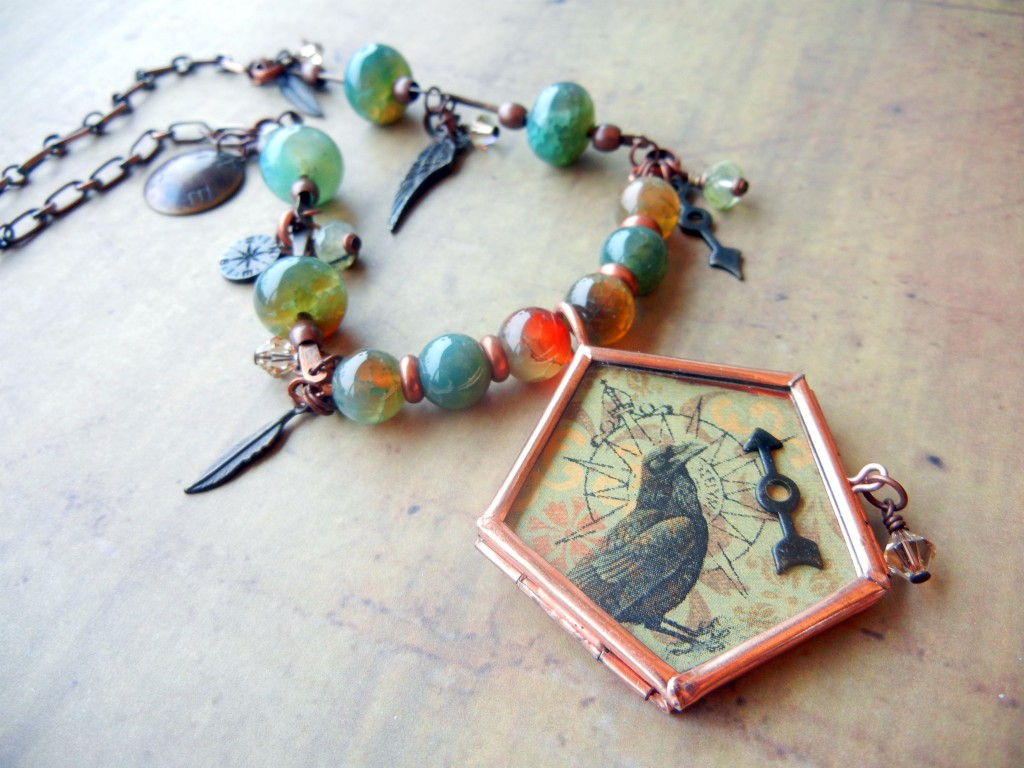 crow-flies-necklace