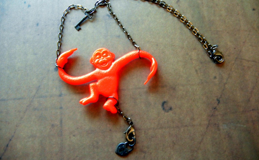 barrel-o-monkeys-necklace