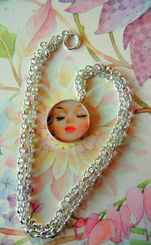 resin-necklace-pretty-lady