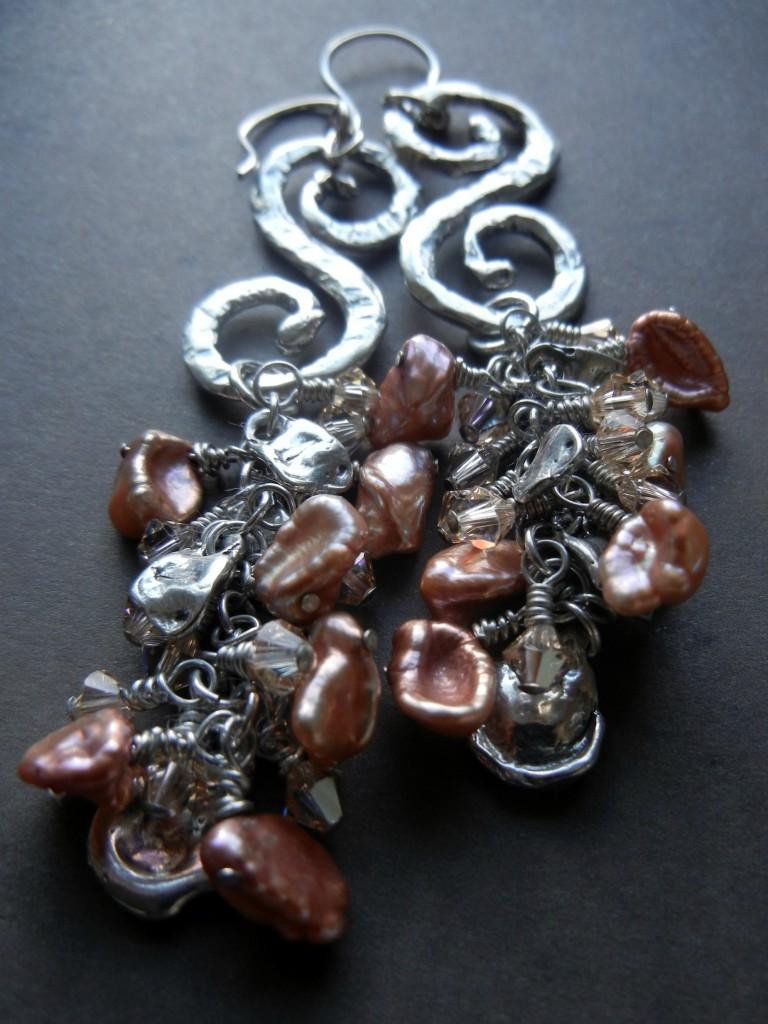 swirls-pearls-rings-things sondra barrington santa me teresa harkins