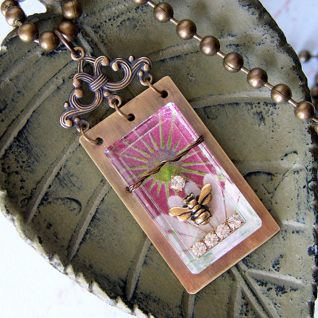 Create a personal keepsake with this free DIY reliquary pendant tutorial.