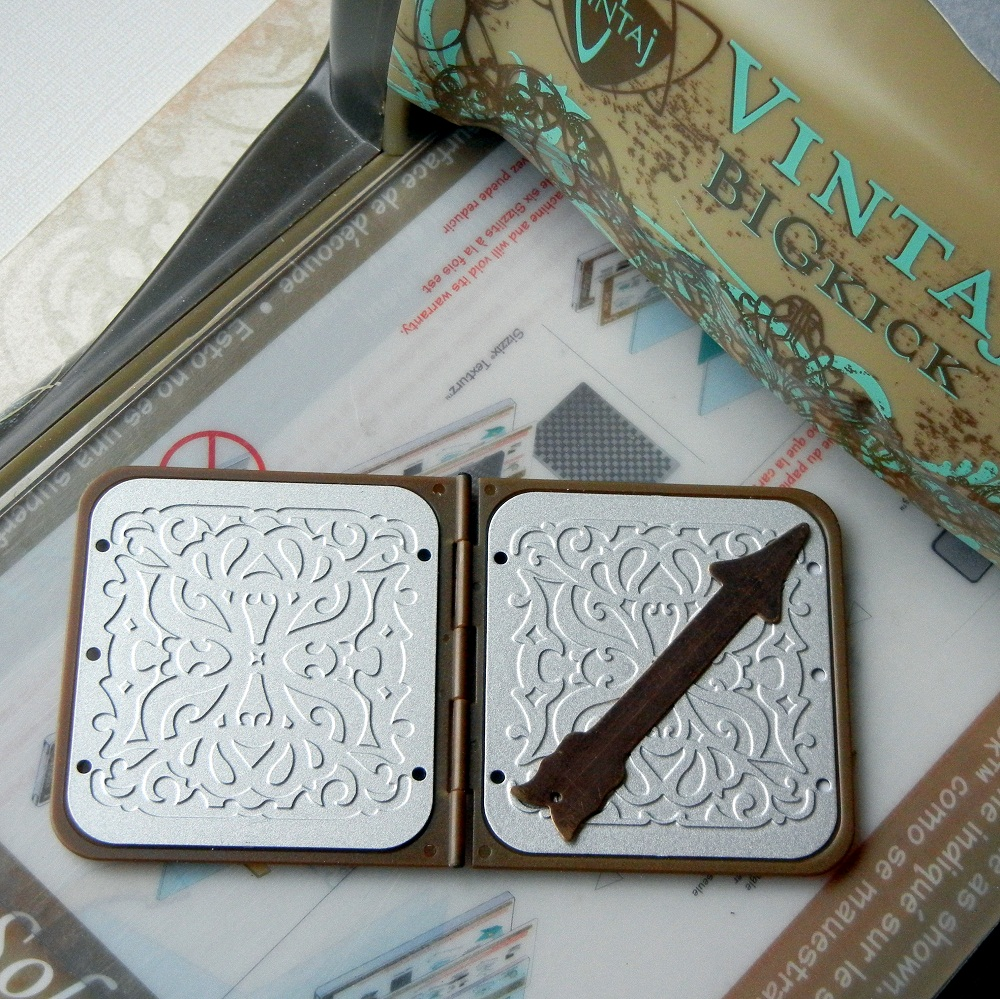 Free jewelry-making tutorial from www.rings-things.com To emboss the Vintaj arrow blanks, place them in the DECOembossing die.