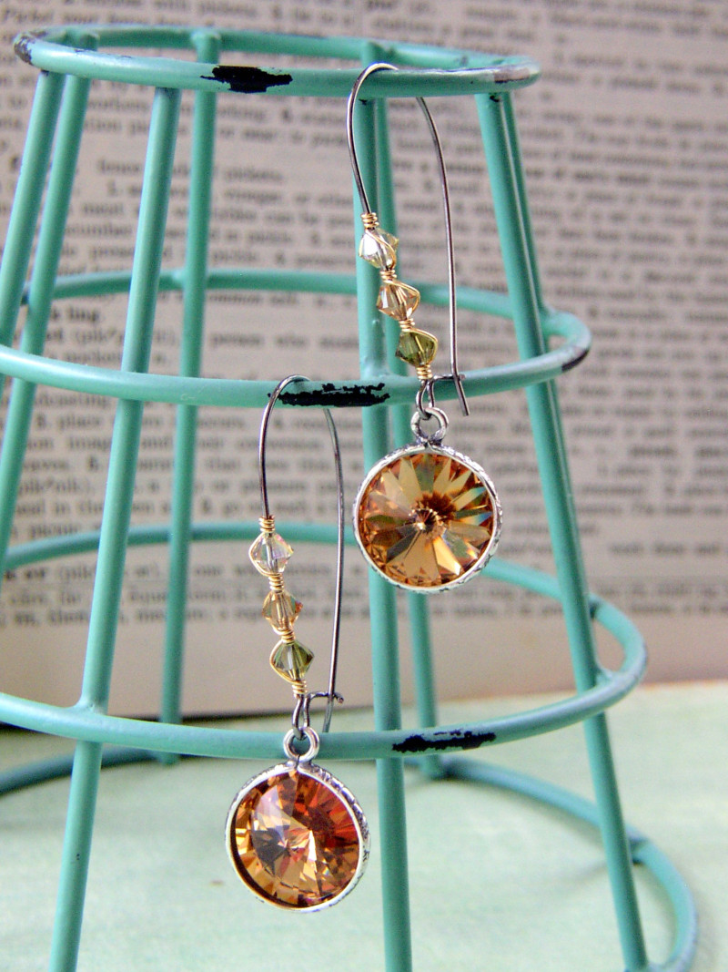 A jewelry making tutorial--handmade wire-wrapped earrings with SWAROVSKI ELEMENTS.