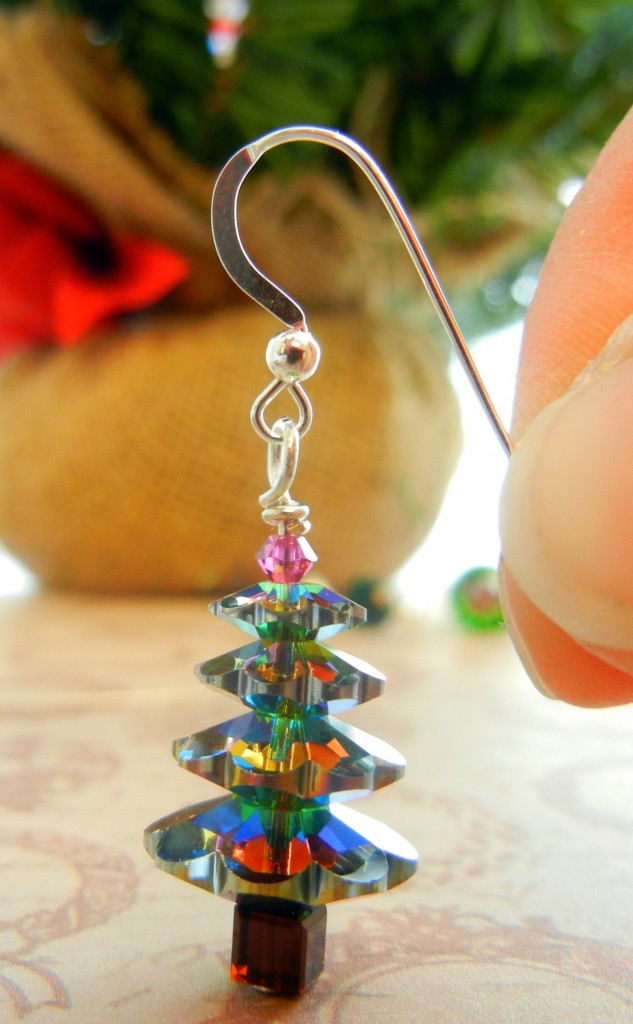 Get ready for festivities with Christmas Tree earrings made of Swarovski margaritas!