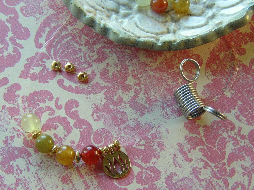 Free DIY stretchy gemstone Yoga bracelet instructions, how to string beads.