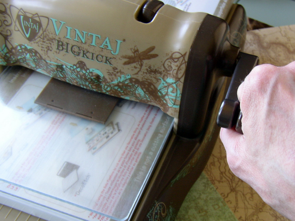 Vintaj BIGkick is easy to use for embossing metal, just place the DecoEmboss folder in the machine and turn the handle.