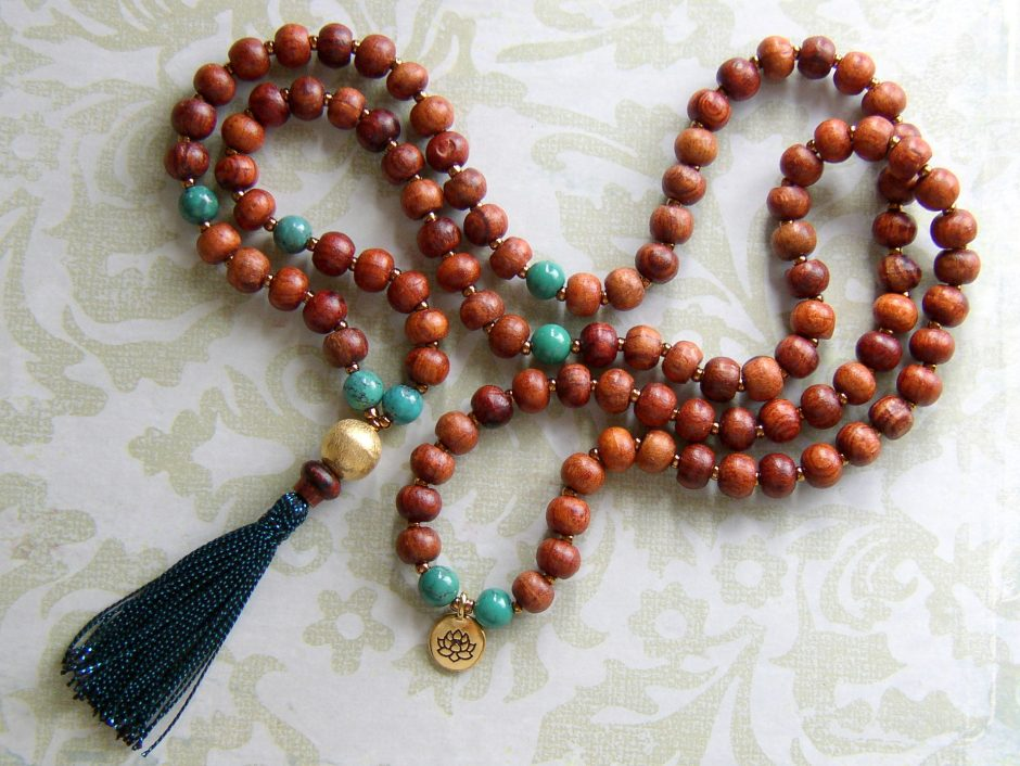Cotton strings and wood beads necklace