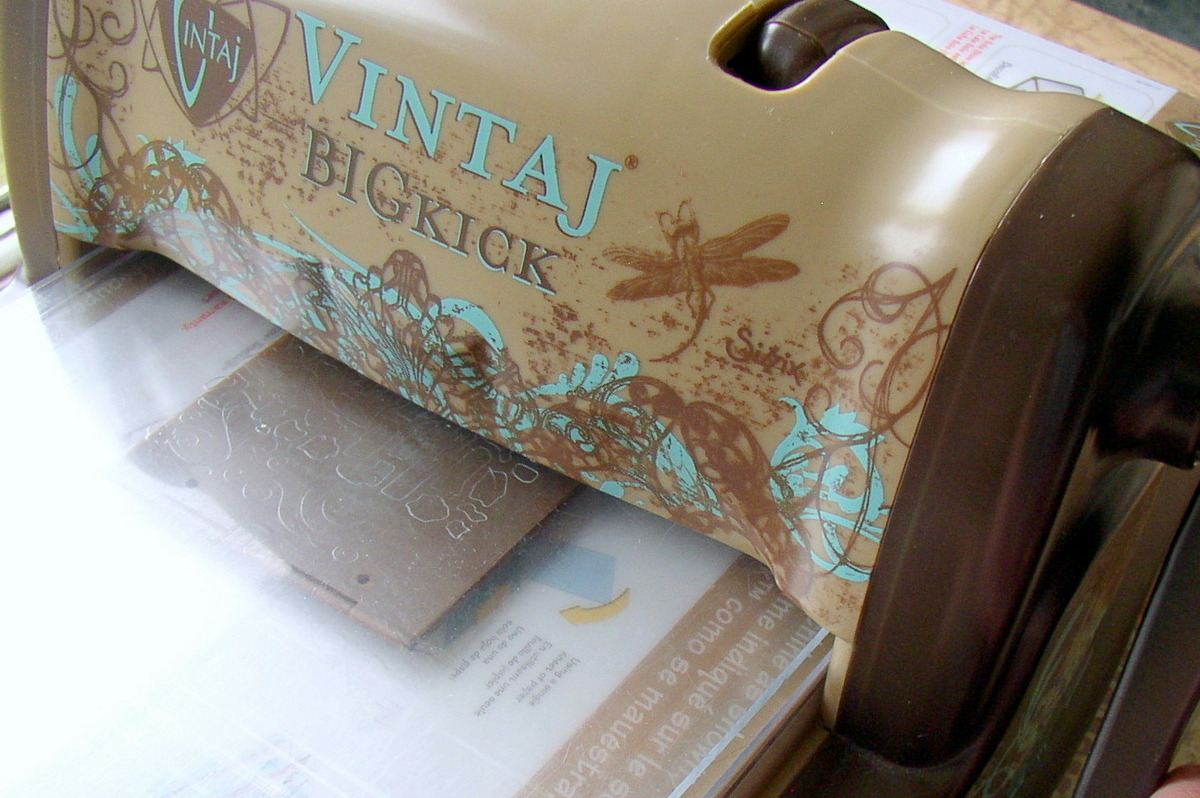 Feed the embossing folder through the Sizzix BIGkick Embossing Tool.