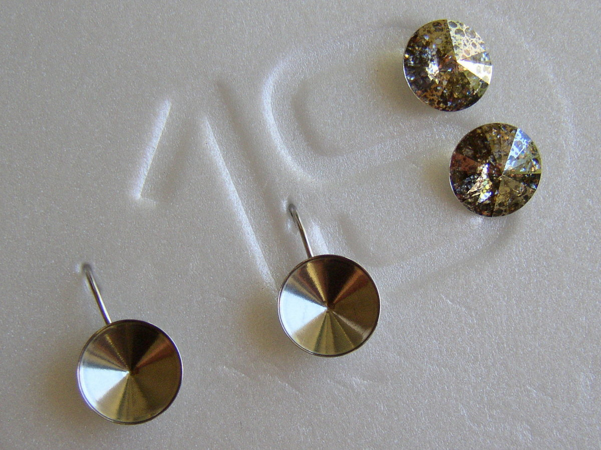 How to glue Swarovski Crystal rivoli stones into a bezel setting